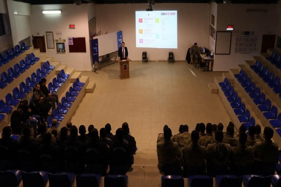 Çanakkale'de Er ve Erbaşlara İş Arama Becerileri Eğitimi Verdik