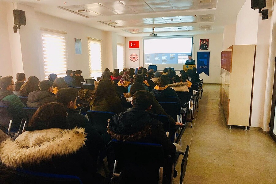 Kars'ta Öğrencilere Meslek Seçimine Destek Seminerleri Verdik