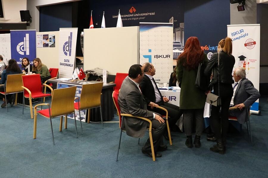 """İzmir Ekonomi Üniversitesinde """"Kariyer Günü"""" Etkinliği Düzenlendik"""
