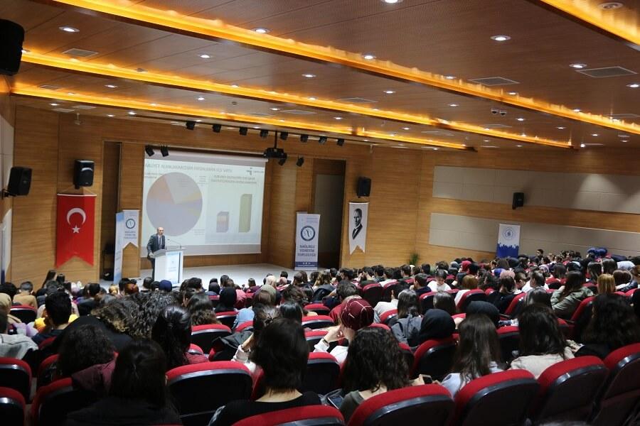 """Bandırma Onyedi Eylül Üniversitesinde """"CV Hazırlama ve Mülakat Teknikleri"""" Konferansı Düzenledik"""