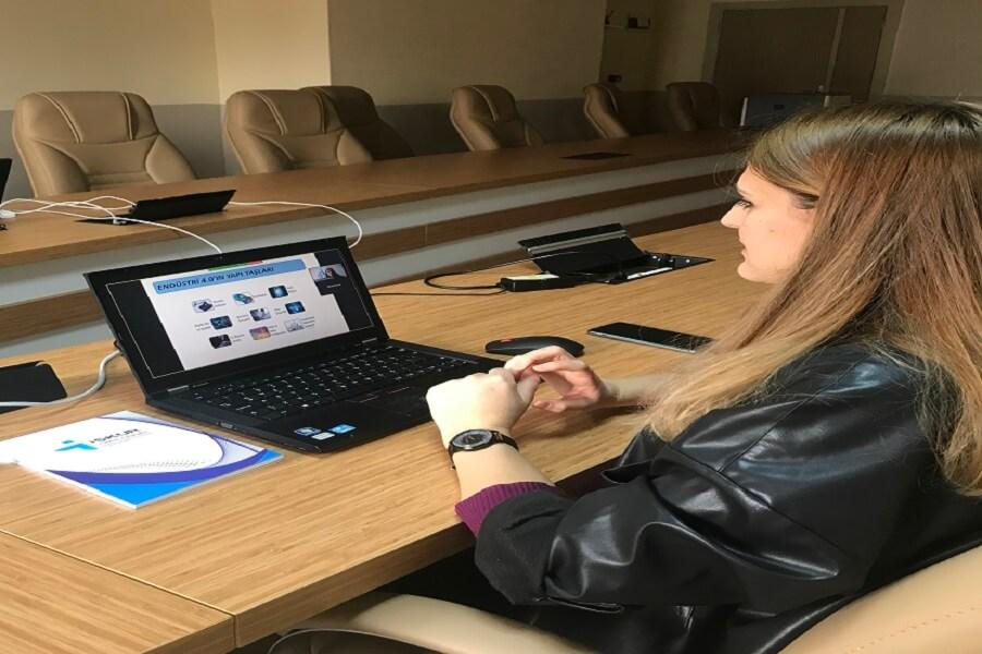 Samsun'da Öğrencilere 'Geleceğin Meslekleri' Konulu Online Seminer Düzenlendi