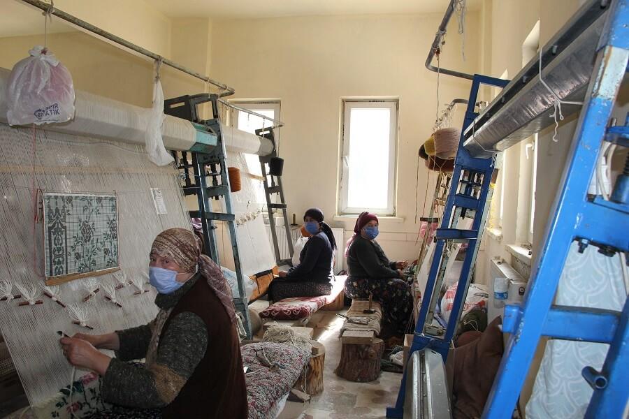 Keçiborlu'da Mesleki Eğitim Kursları Başlattık